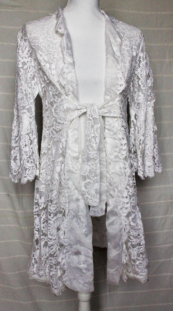 Vintage lace dressing gown / White lace robe / Victorian Nightwear ...