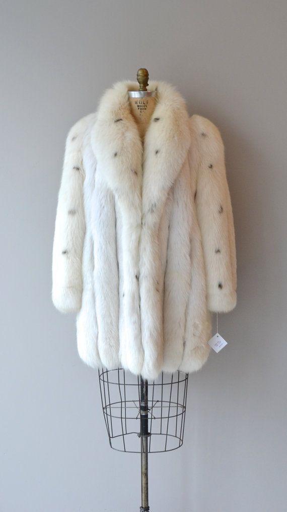 Saga Fox Fur Coat Vintage 70s White, White Fox Fur Coat Collar