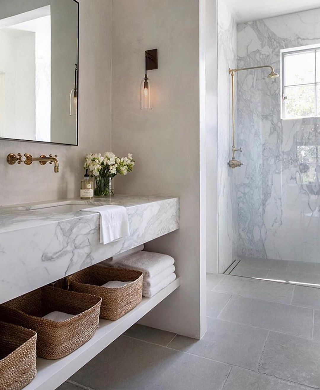 Vivir Design On Instagram So Much Beautiful Marble And So Much Yes In This Bathroom By Ji Modern Bathroom Design Bathroom Interior Design Bathroom Interior