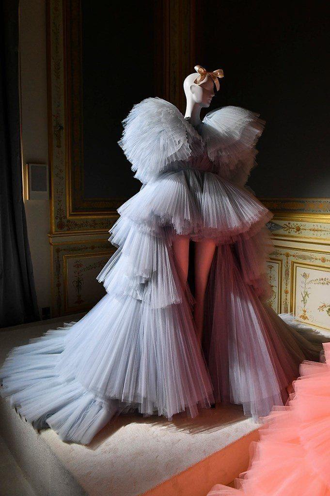 Les looks les plus époustouflants de la Fashion Week Couture Automne 2019 – YouBeauty   – Fashion Week
