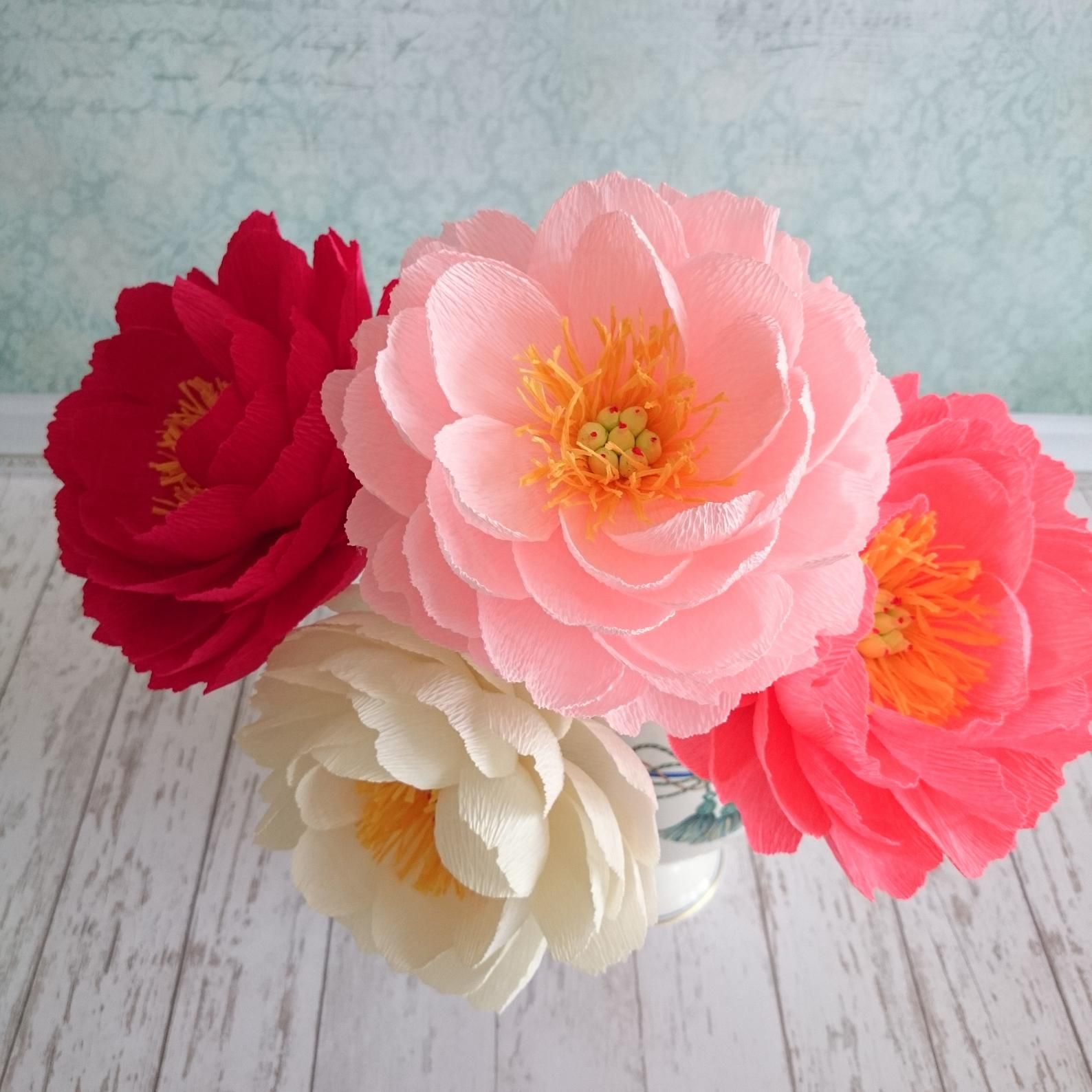 Paper peony arrangement Coral charm peony bouquet Red paper flower stem Crepe paper flowers Peony wedding centerpiece Cream fake flowers #paperflowercenterpieces
