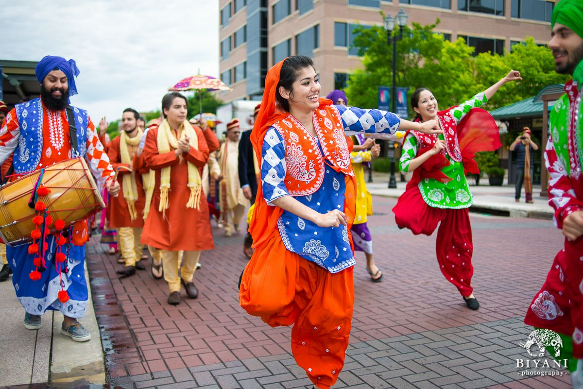 Ideas For Indian Wedding Procession Baraat Without Groom And Horse Indian Wedding Photos Indian Wedding Wedding Procession