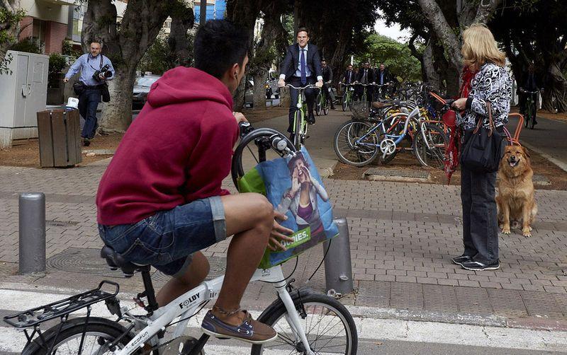 dutch mp mark rutte on a bicycle | december 2013 | rothschild boulevard,  tel-aviv, israel