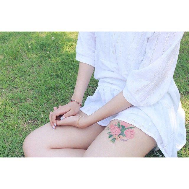 야외에서 찍어서 보내주신 사진  #tattoo#tattooist#tattooistsol#솔타투#lettering#soltattoo#color#colortattoo#꽃타투#flowertattoo#flower#꽃