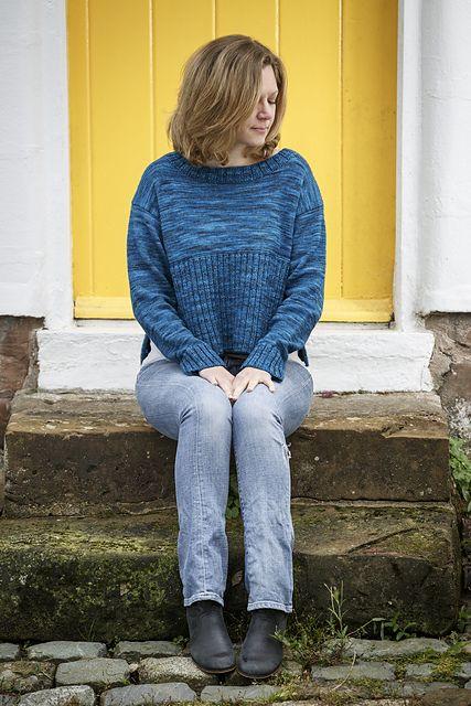 Hackney Hops by Belinda Boaden for Fyberspates #beginnersknitting #simpleknits #knitting #simplestyle