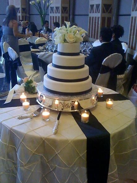 ivory and navy blue reception | posted 3 years ago in Cake ...