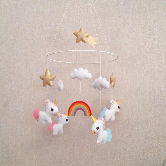 Mobile Licornes Et Arc En Ciel Suspension Lit De Bebe Arc En