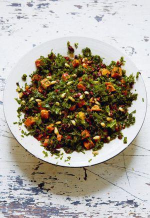 salade met boerenkool zongedroogde tomaat olijven en zoete aardappel