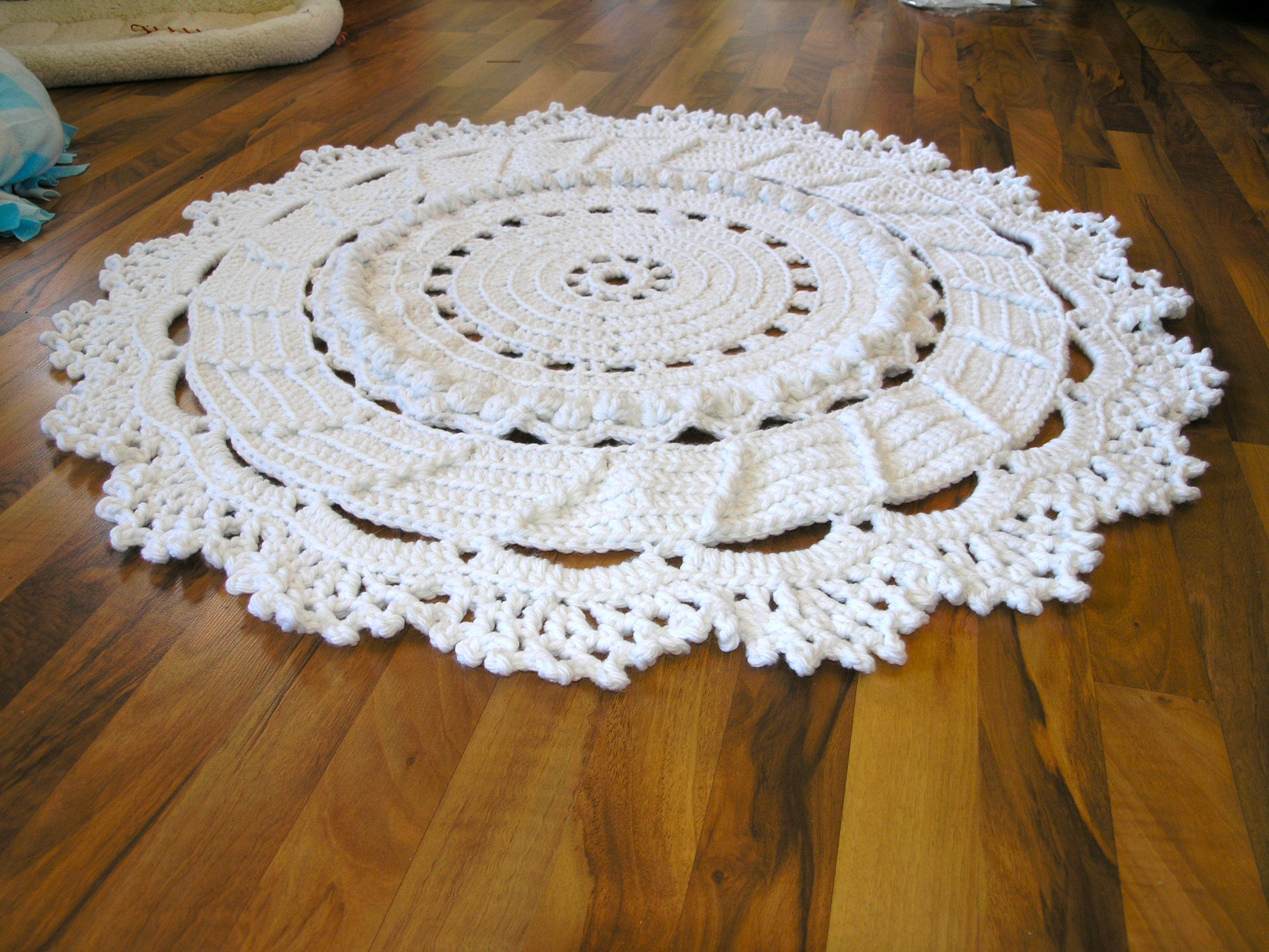 Doily Rug instructions. Dear lord, I don\'t even know how to crochet ...
