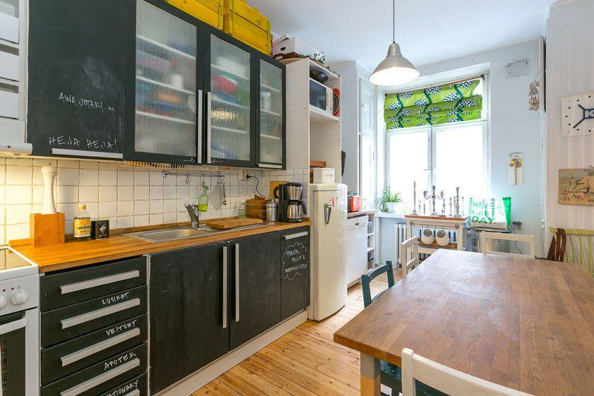 Liitutauluovet keittiön kaapeissa