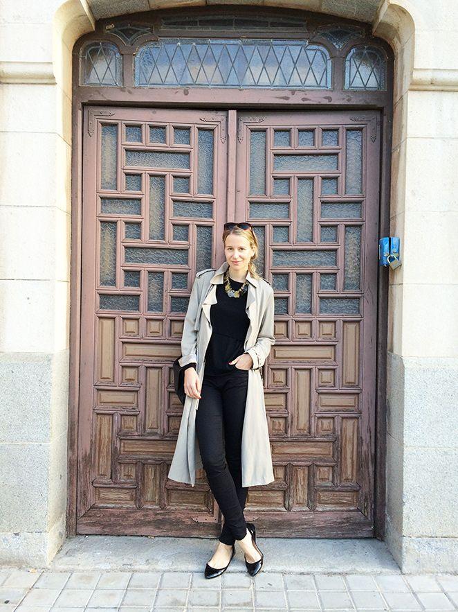 446bb68f5aa María León y su look de moda compuesto por jeans negros de Pedro del Hierro