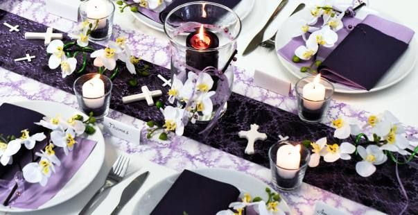 Tischdekoration zur kommunion und konfirmation violett - Tischdeko aubergine ...