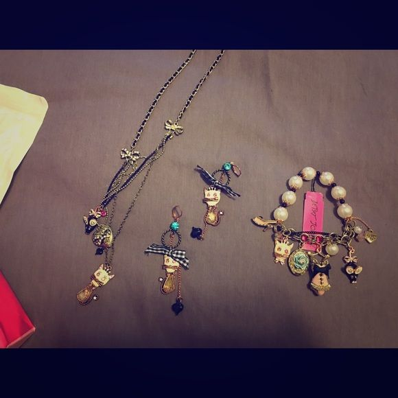 Betsey Johnson necklace only Kitty and bows necklace.  Other pieces listed in separate listing. Betsey Johnson Jewelry Necklaces
