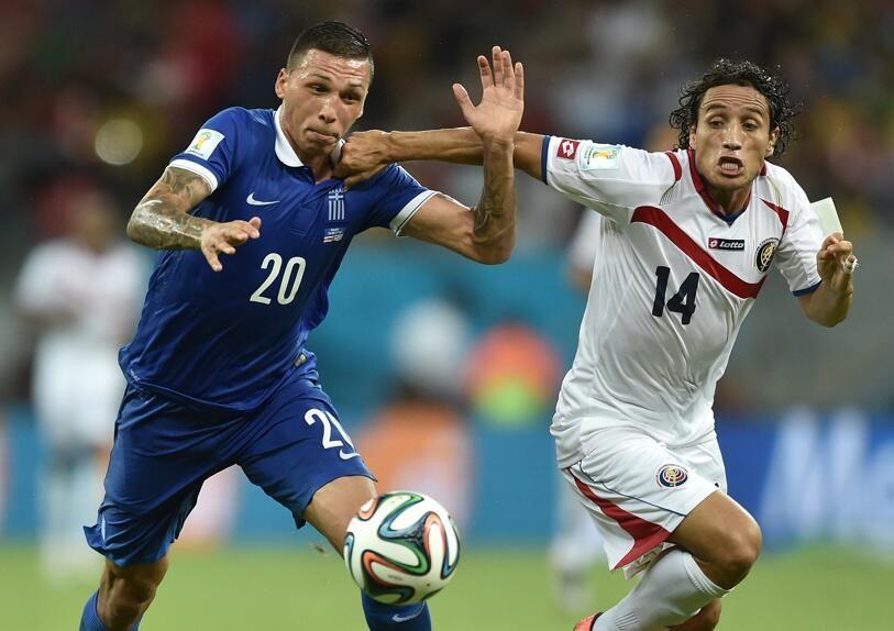 #CRCGRE Já são mais de 115 minutos de jogo. Sai o 2º gol, ou voltamos aos pênaltis? http://fifa.to/CRCGRE pic.twitter.com/7FSkOLKjT0