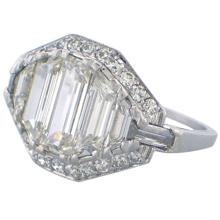 #art #deco #baguettes #engagement #ring with #diamonds | #anello di #fidanzamento #art #deco #diamanti #baguette