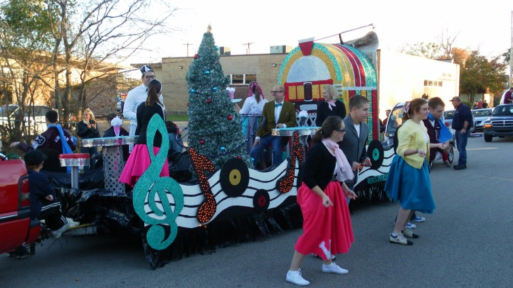 Love the jukebox...music notes down side | Christmas parade, Parade float