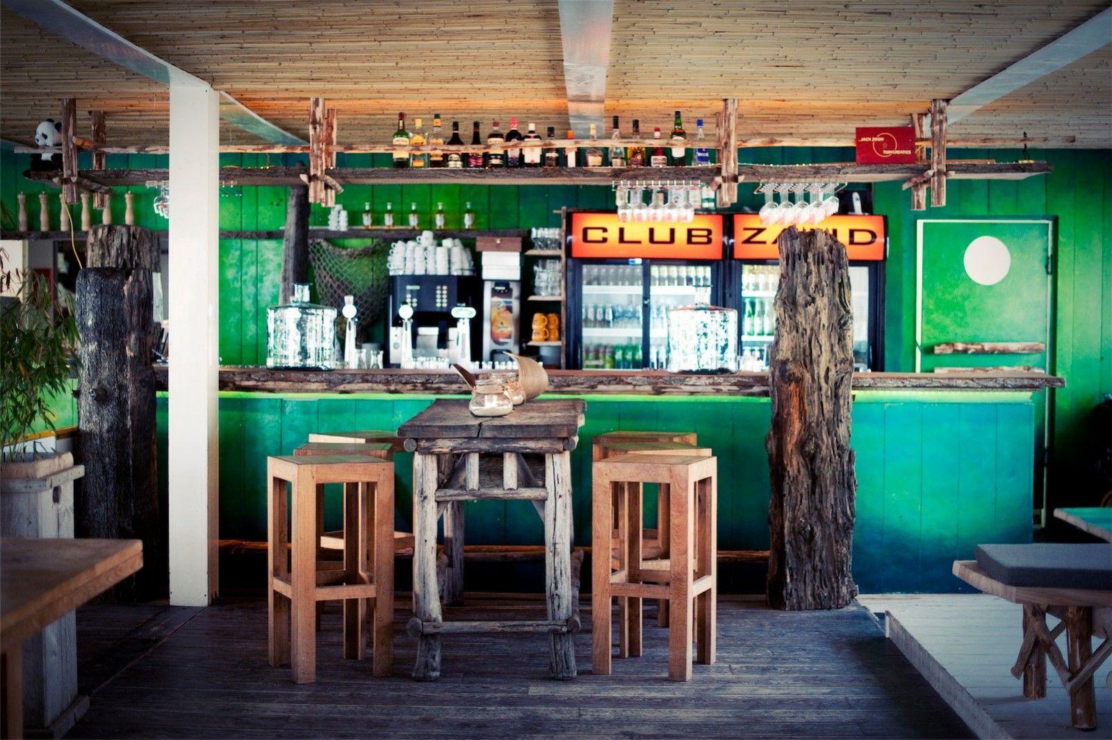 Strandpaviljoen Club Zand op het strand van Castricum (Noord-Holland)