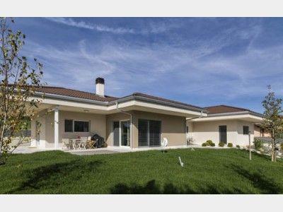 riegelbau modern 2 einfamilienhaus von rubner haus ag hausxxl modern luxus designer. Black Bedroom Furniture Sets. Home Design Ideas