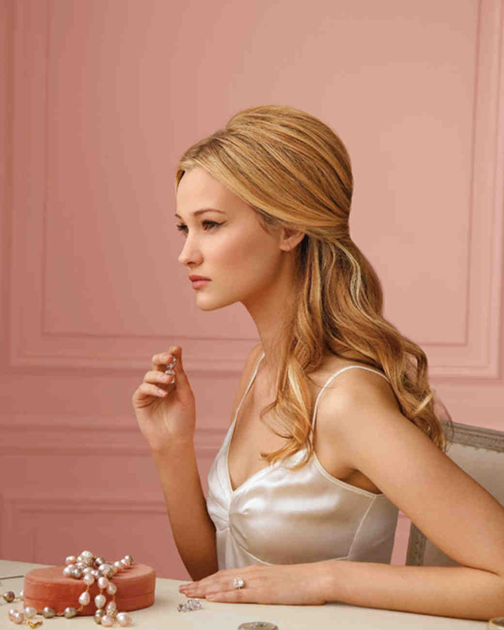 Ready to style your own wedding hair take this tutorial with andre 25 gorgeous half up half down hairstyles the half and half you dont have to be the bride to want to look elegant at a wedding or other event solutioingenieria Images
