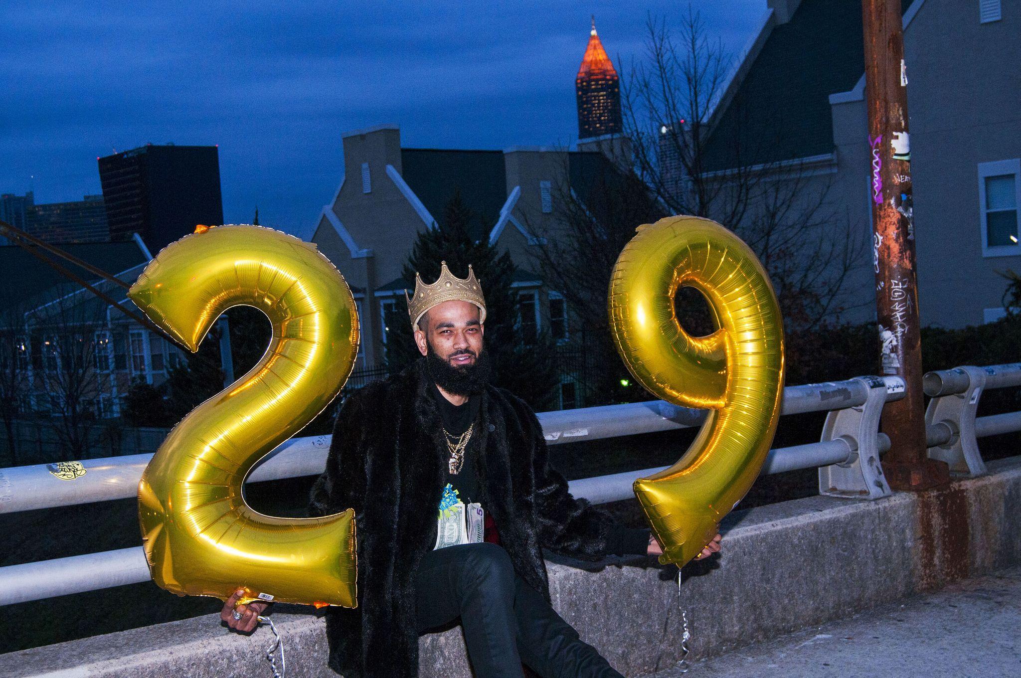 https://flic.kr/p/RAKDwX | Happy birthday to me | Jackson Street Bridge. A good place to star the party.#birth #day #Happy #streetphotography