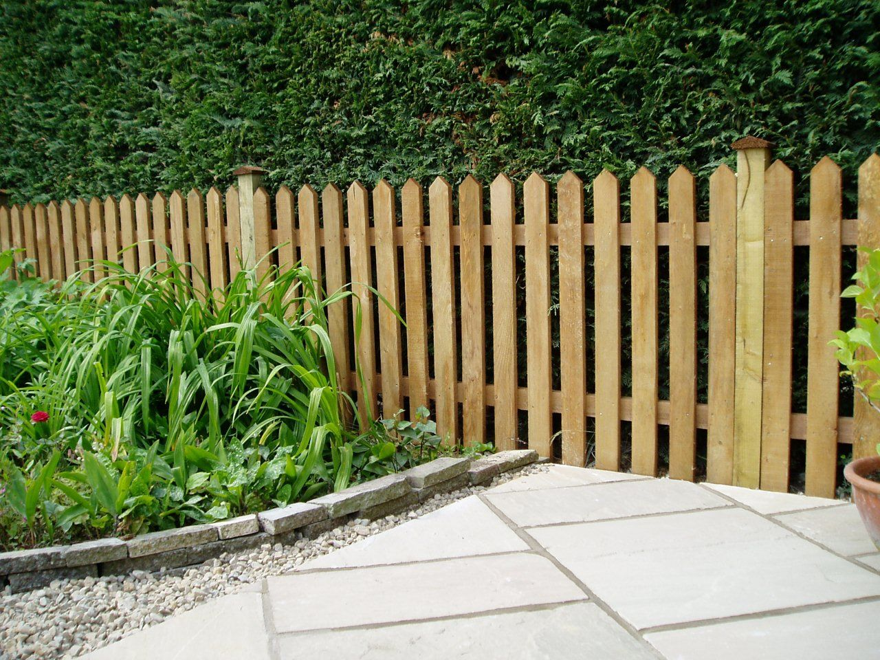 10+ Garden Fence Ideas That Truly Creative, Inspiring, and Low-cost ...