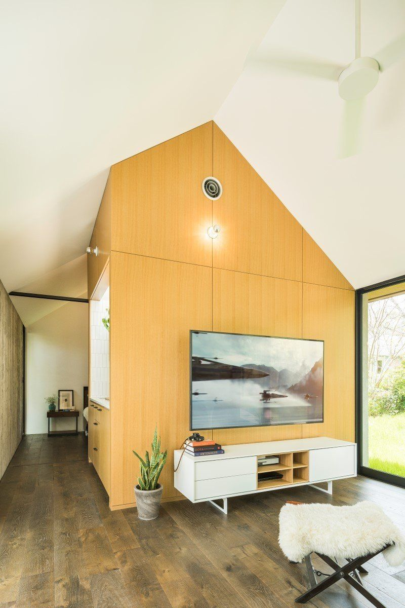 Photo 6 Of 7 In A Concrete Casita In Austin Does Double Duty As In 2020 Concrete House House Architecture