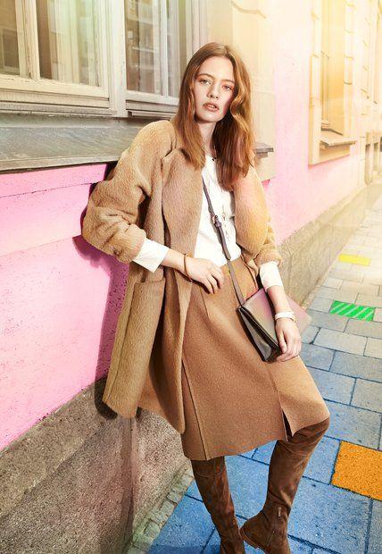 Deutsche Mode City Girl Deutsche Mode Seidentop Und Graues Leder