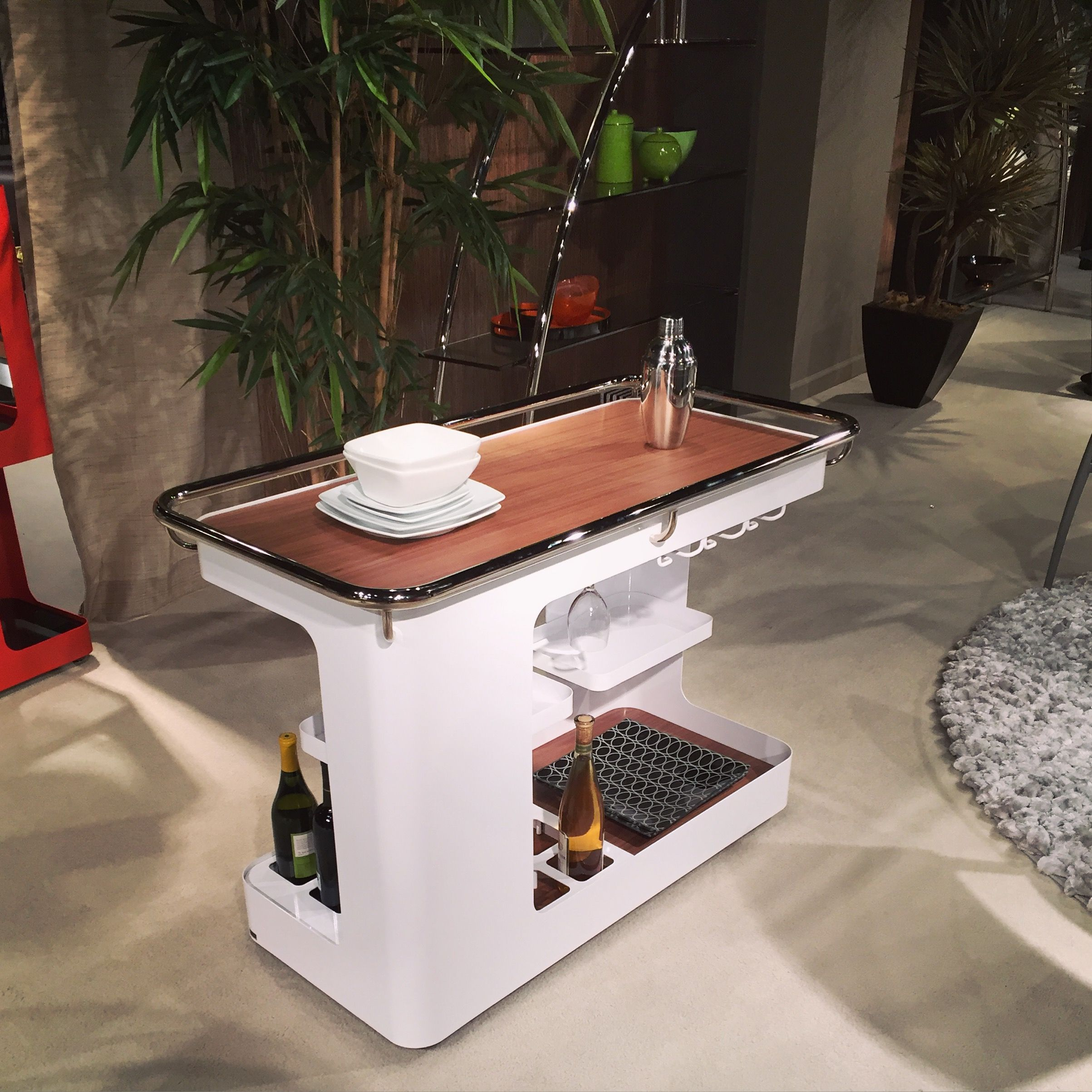 Love this barcart from #hpmkt! #whiteandwood #cheers