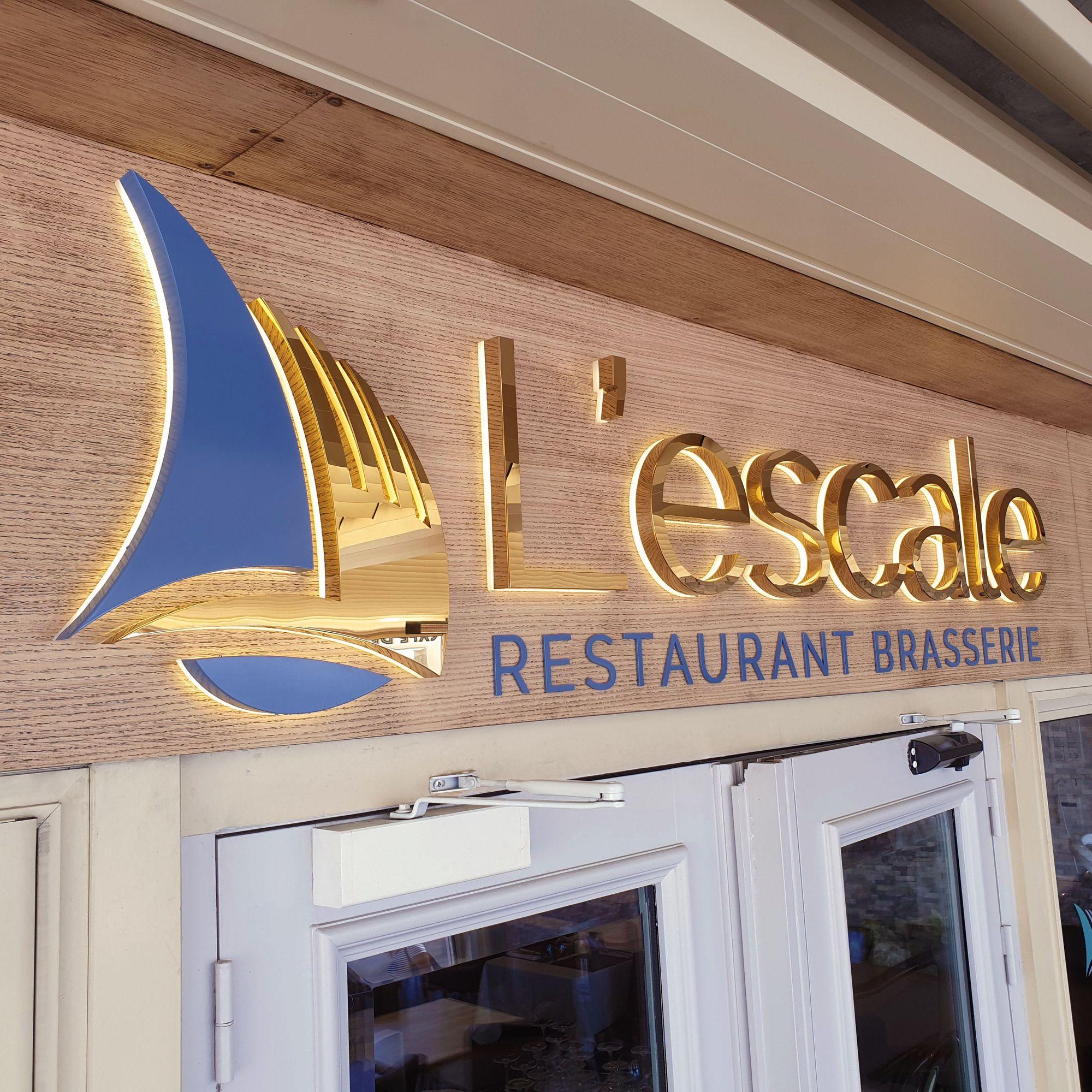 Le Restaurant L Escale A Antibes Faisait Peau Neuve Et Souhaitait Une Enseigne Representant Son Logo Dans Un Esprit Moderne Et Logo Bateau Inox Esprit Moderne