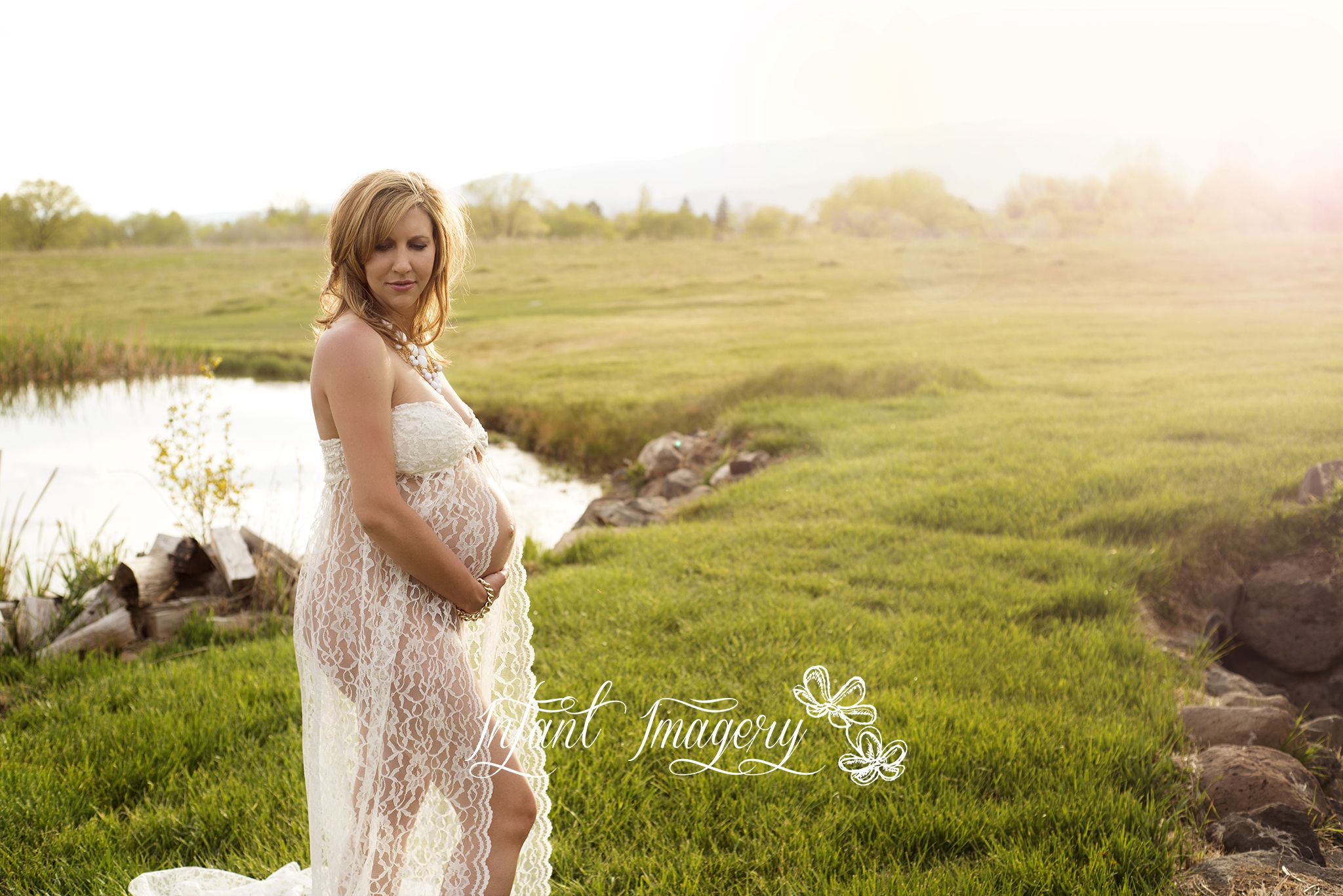 Make Your Own Lace Maternity Gown (A Photographer\'s Dream ...