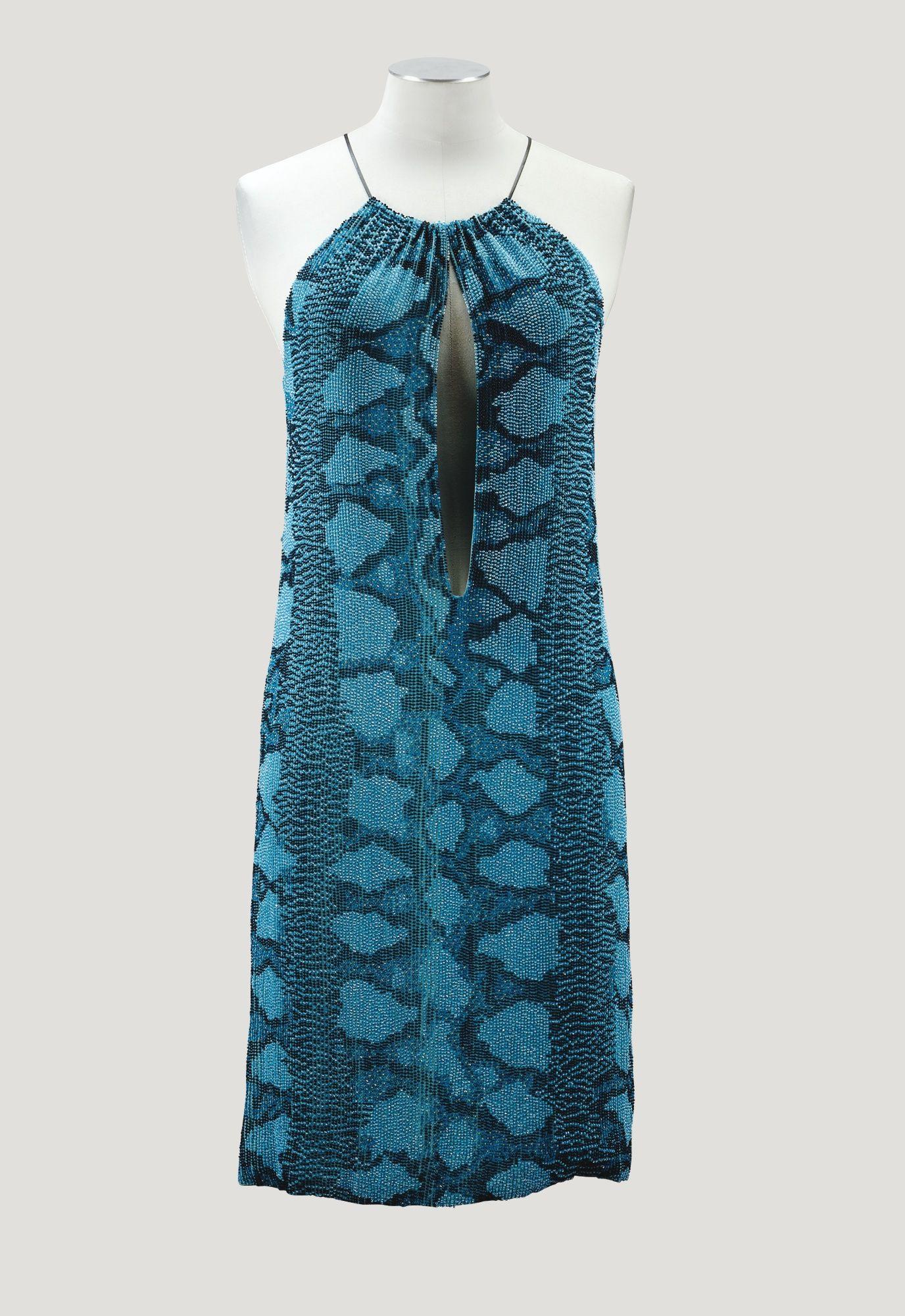 Gucci par Tom Ford, 2000 PARTY DRESS EN CRÊPE DE SOIE ENTIÈREMENT ...