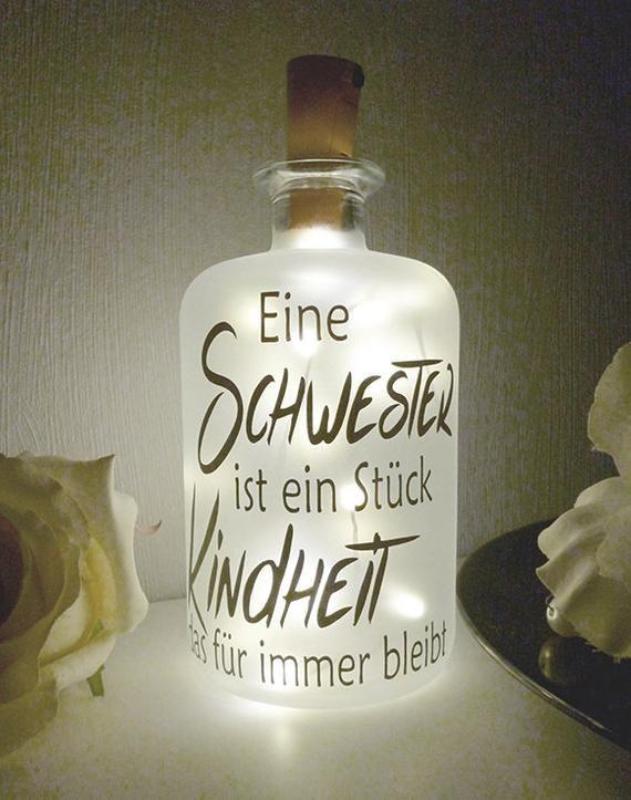Dekoflasche mit Beleuchtung - Schwester LED Leuchte Leuchtflasche Bottlelight Lichterkette Geschenk Flaschenlicht Homedeco modern #beautyeyes