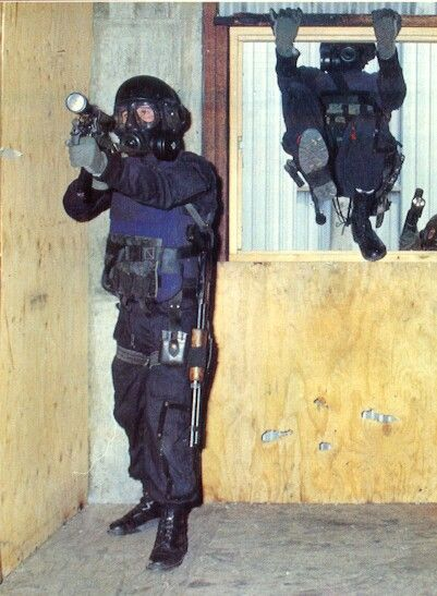 British SAS training in the \'killing House\' at their Hereford HQ ...
