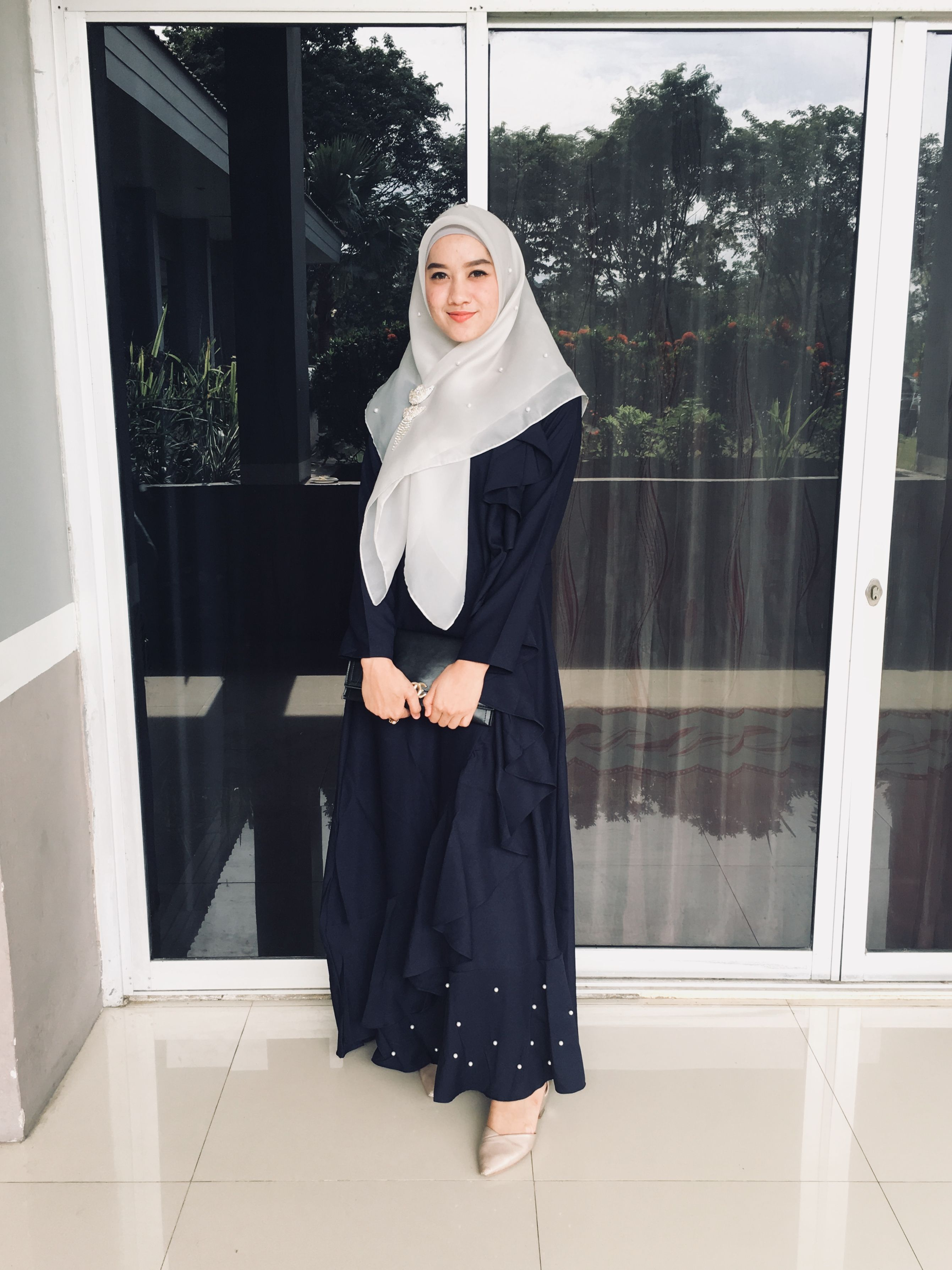 Wearing Gamis And Syari Hijab For Wedding Invitation Model Baju Wanita Wanita Pakaian Wanita