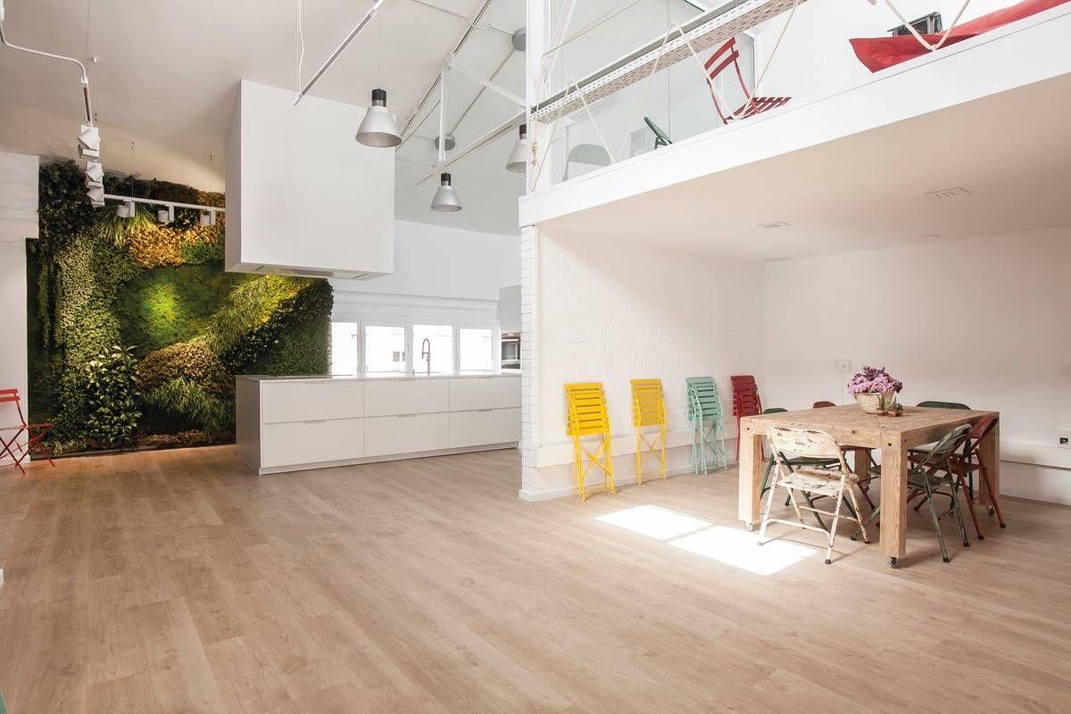 Un Jardin Vertical En La Cocina Blanca De Espacio Mood En