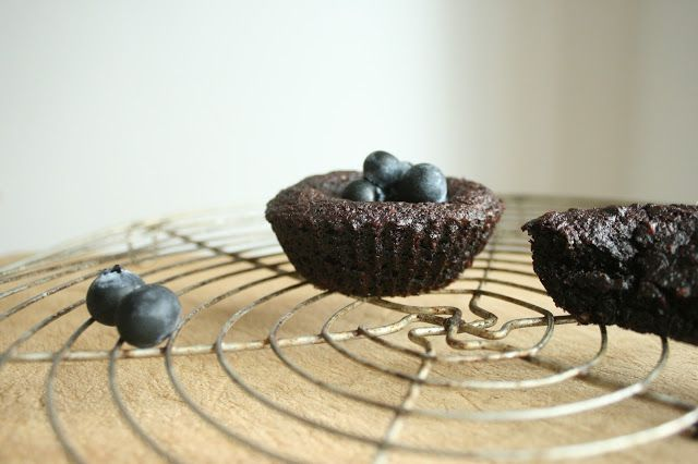 Frau Gold: blaubeermuffins. vegan, ohne mehl, alternativ gesüßt.