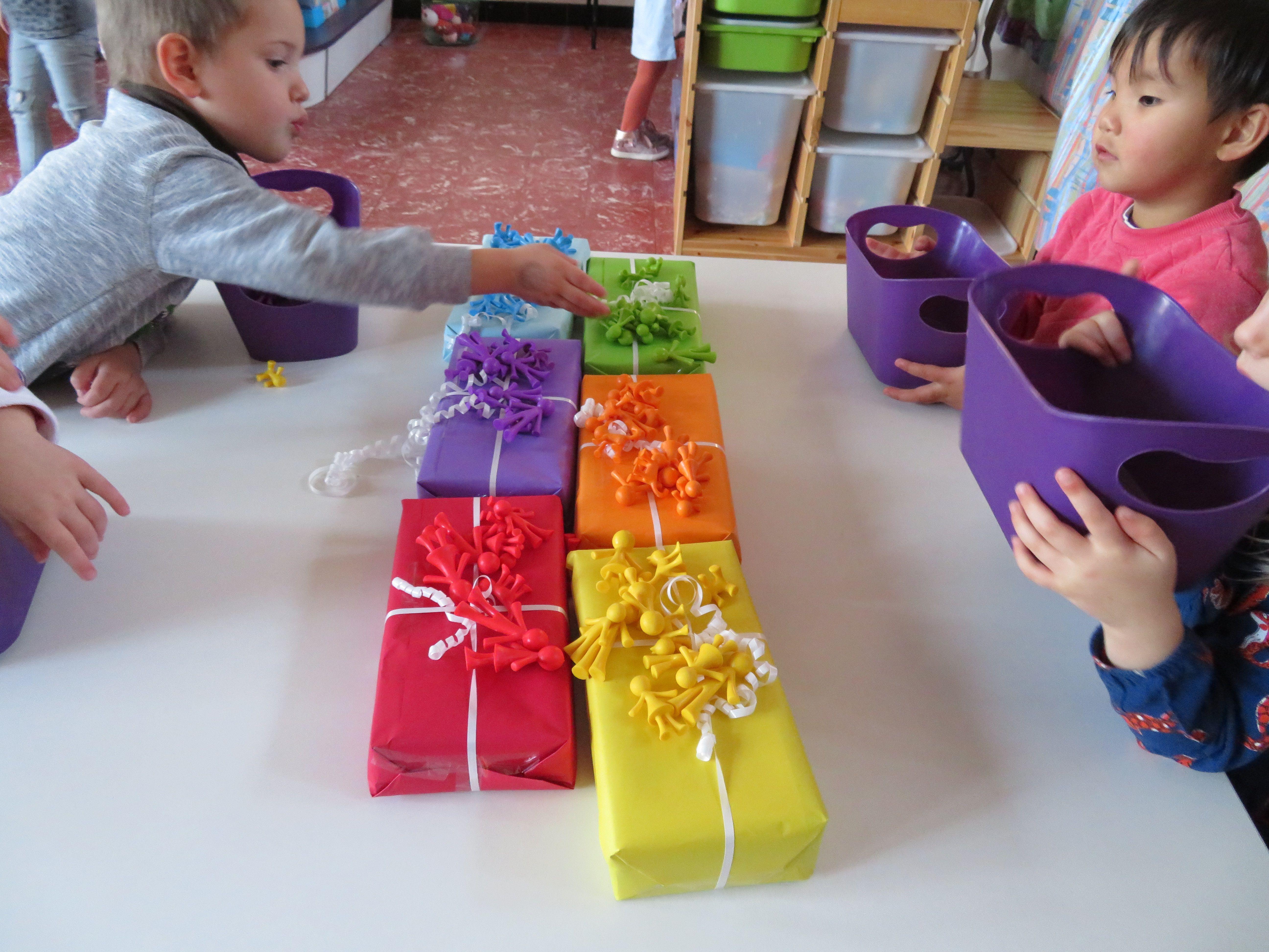 speelgoedjes sorteren bij juiste kleur cadeautje
