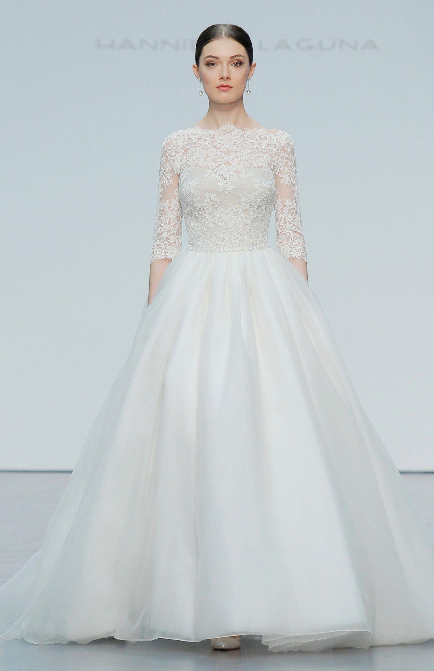 Colección - Silkgarden - Novias | White with sleeves | Pinterest ...