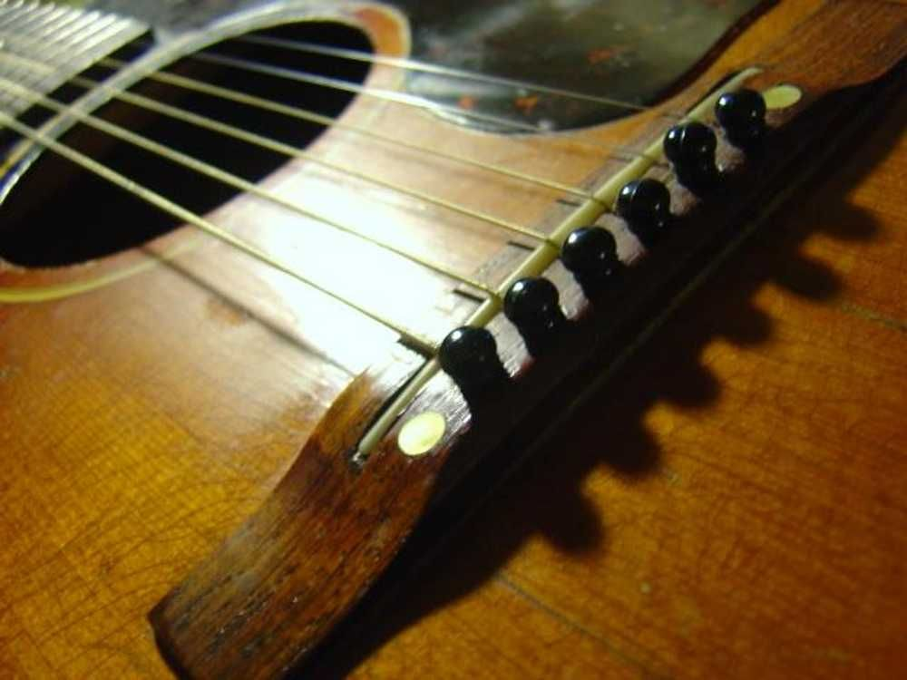 Your Guitar S Worst Enemy Heat And Humidity Acoustic Guitar Guitar Guitar Online