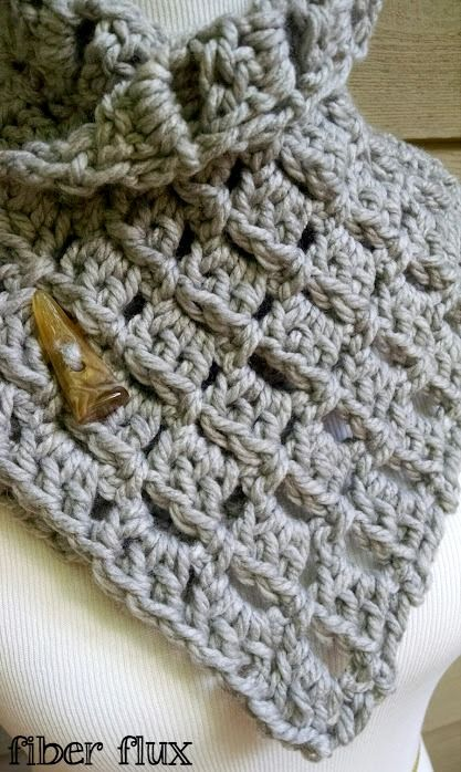 Free Crochet Pattern...Margaret Button Cowl! | Häkeln, Tuch häkeln ...