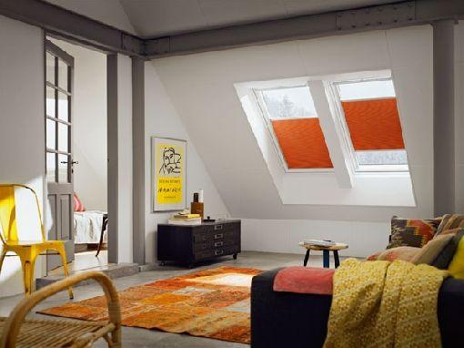 Homeplaza - Farbige Rollos für das Dachfenster verbreiten
