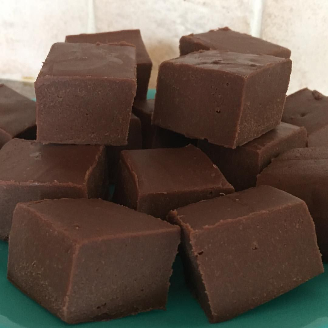 Baileys Chocolate Fudge I Made These Using My Slow Cooker Unfortunately There S Nothing Healthy About Fudge B Slow Cooker Fudge Baileys Fudge Fudge Recipes