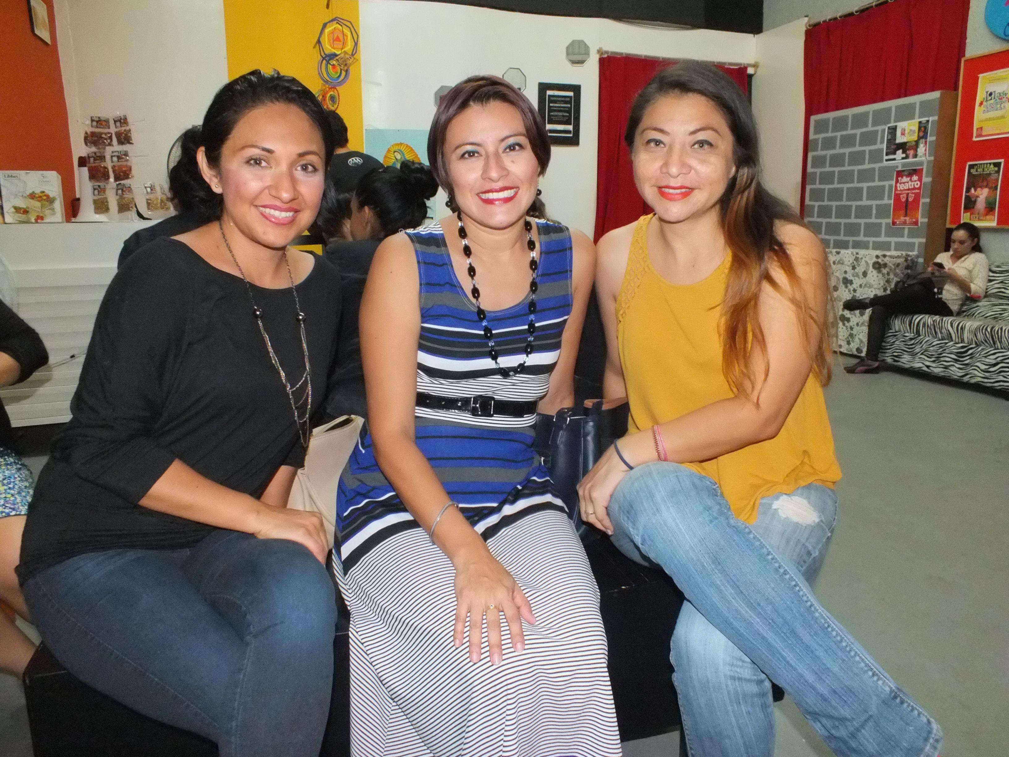 Alma Godoy - Yazmin Couoh y Mitchaelle Lara