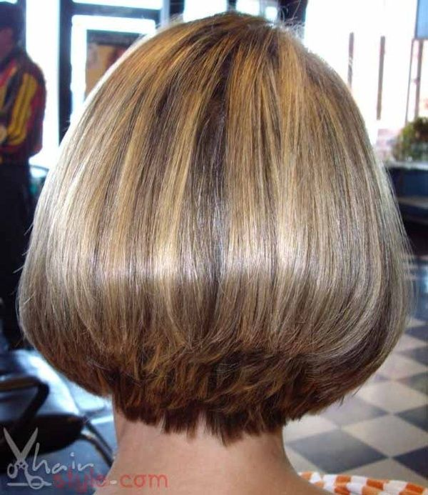 What Is Old Is New Again Bob Hairstyle Back View Smooth Bob With Graduated Back Hairstyles Hair Styles Bob Hairstyles Bobs Haircuts