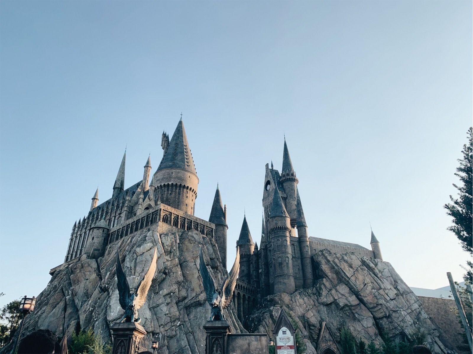 Hogwarts Castle Universal Studios Orlando Islands Of Adventure Theme Park Universal Studios Orlando Hogwarts Castle Slytherin Aesthetic