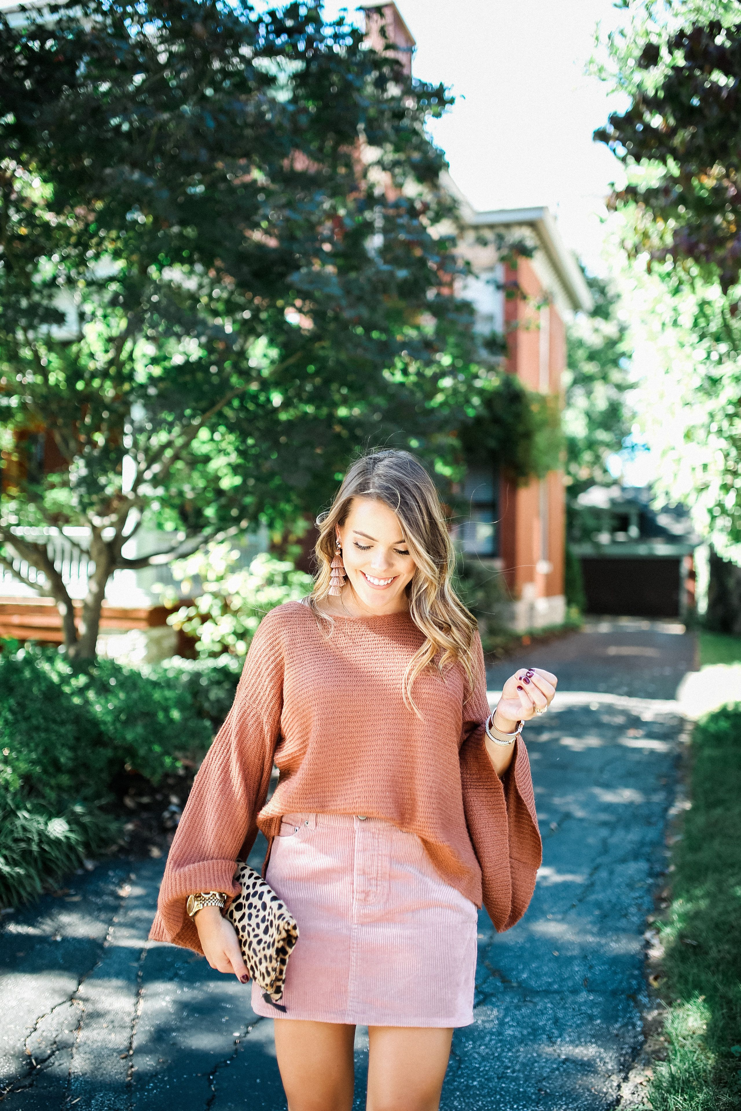 my favorite fall color combo | Coral skirt outfits, Style ...