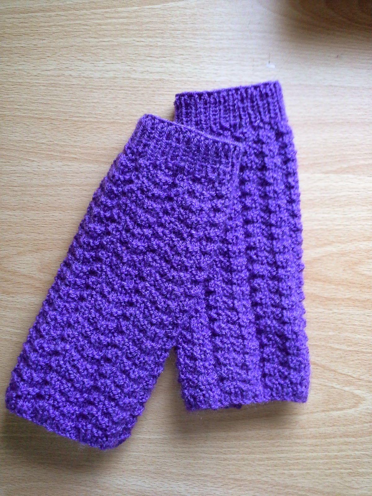 Knitting pattern for Wrist warmers. - juliesknitstitchcorner ...
