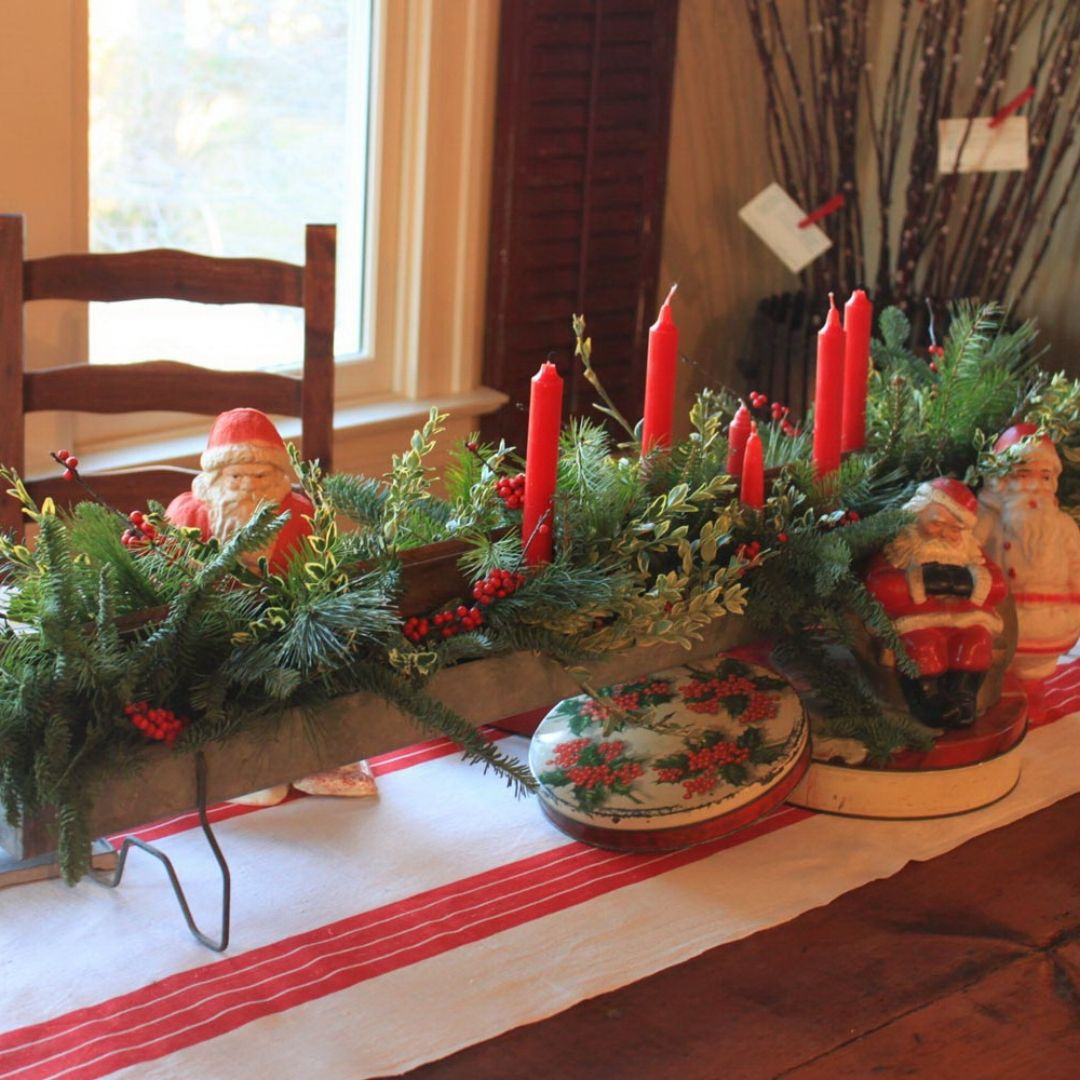 50 stunning christmas table settings fantastic natural christmas table decorations with green leaves and red candles - Red And Green Christmas Table Decorations