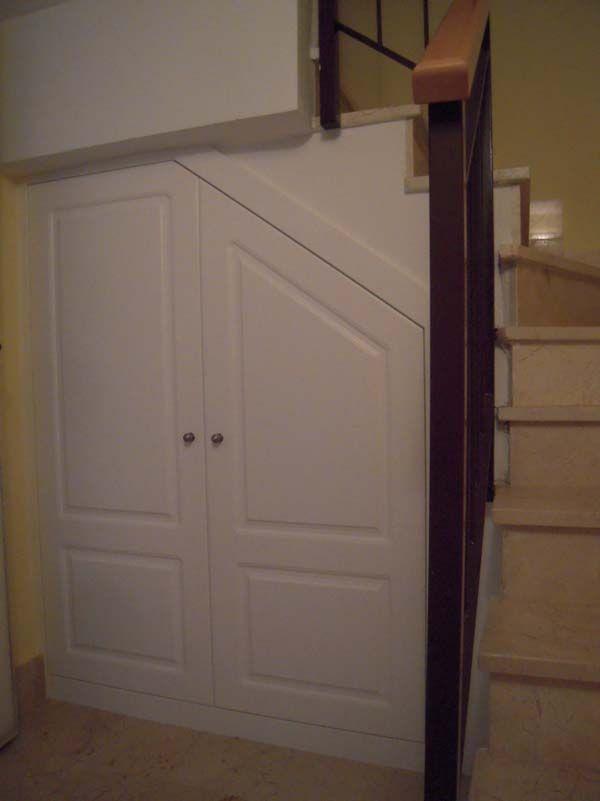 Armario bajo escalera muebles y armarios pinterest for Armarios para escaleras