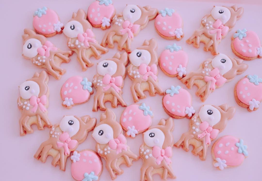 こんな可愛子ちゃんに変身しました ゚ ゚ バンビ プレゼント バレンタインクッキー バレンタイン アイシングクッキーオーダー シフォンケーキ樹里 エクセルみなみ 手土産におすすめ アイシングクッキー アイシングクッキー教 sugar cookie desserts cake